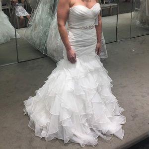 David's bridal mermaid wedding dress. Never worn